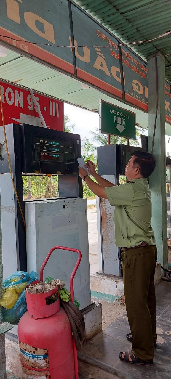 Phát hiện, xử lý DNTN xăng dầu có trụ bơm xăng có chứng chỉ kiểm định hết hiệu lực